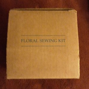 Avon 2002 Floral Sewing Kit